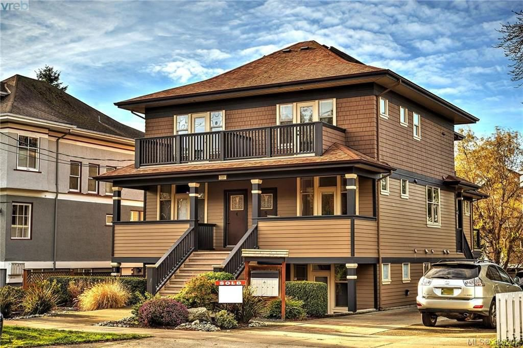 Main Photo: 1 220 Moss Street in VICTORIA: Vi Fairfield West Townhouse for sale (Victoria)  : MLS®# 386202
