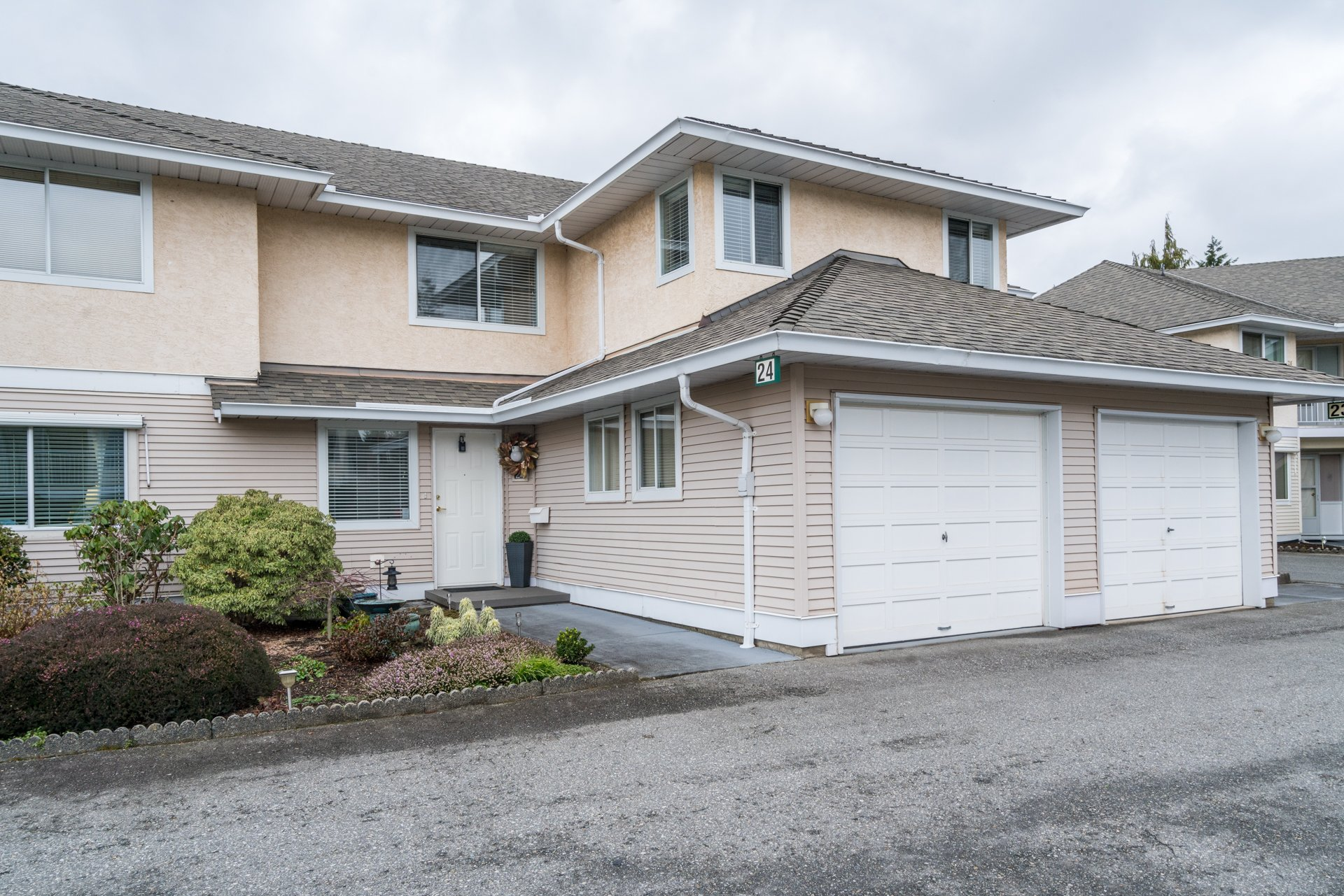 Main Photo: 24 2475 Emerson in Abbotsford: Abbotsford West Townhouse for sale : MLS®# R2233341