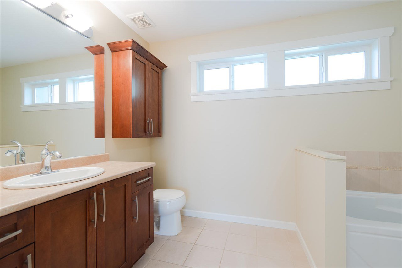 """Photo 13: Photos: 1 4887 CENTRAL Avenue in Delta: Hawthorne Townhouse for sale in """"CENTRAL PARK WEST"""" (Ladner)  : MLS®# R2320085"""