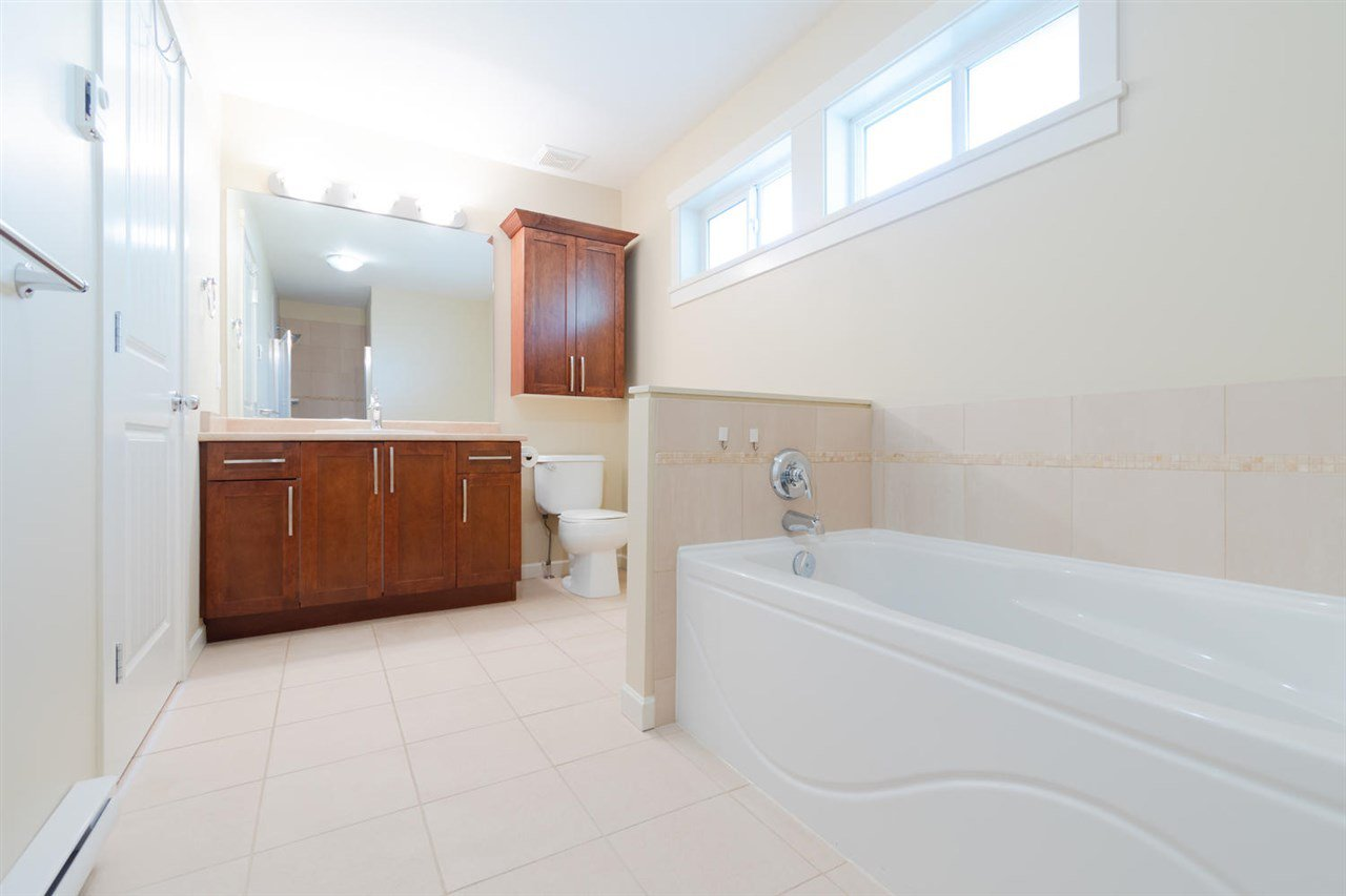 """Photo 14: Photos: 1 4887 CENTRAL Avenue in Delta: Hawthorne Townhouse for sale in """"CENTRAL PARK WEST"""" (Ladner)  : MLS®# R2320085"""
