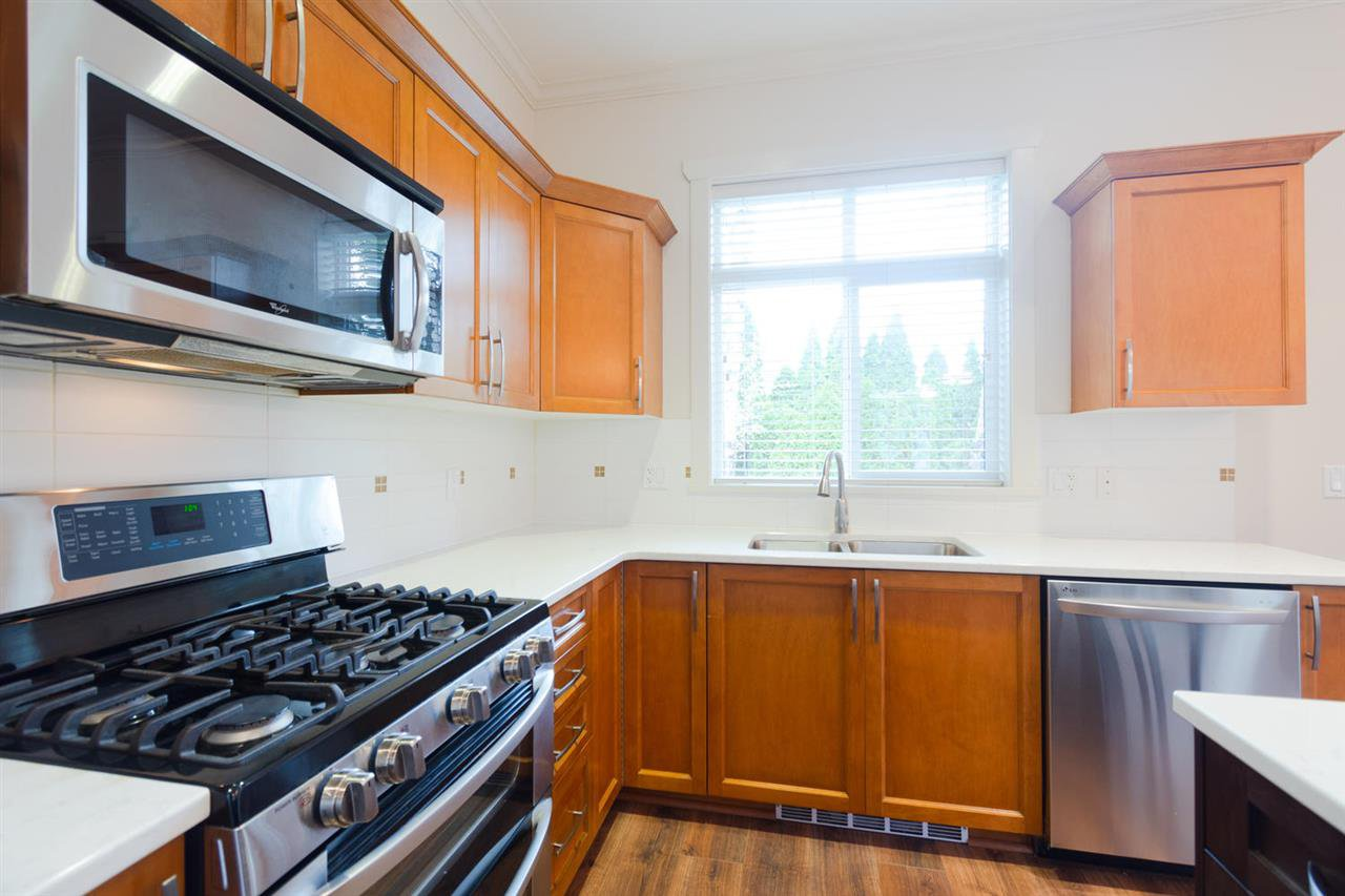 """Photo 5: Photos: 1 4887 CENTRAL Avenue in Delta: Hawthorne Townhouse for sale in """"CENTRAL PARK WEST"""" (Ladner)  : MLS®# R2320085"""