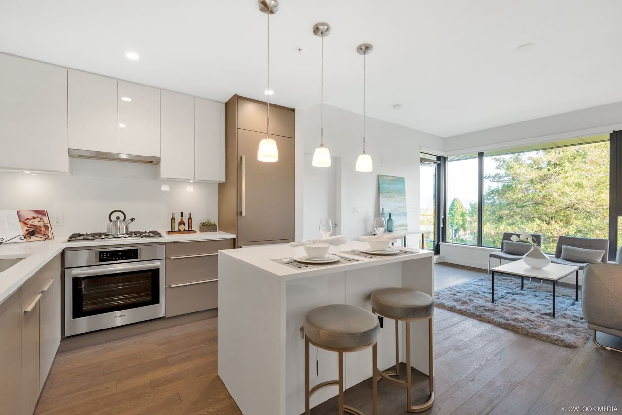 """Main Photo: 507 4427 CAMBIE Street in Vancouver: Cambie Condo for sale in """"MONARCH AT QE PARK"""" (Vancouver West)  : MLS®# R2322976"""