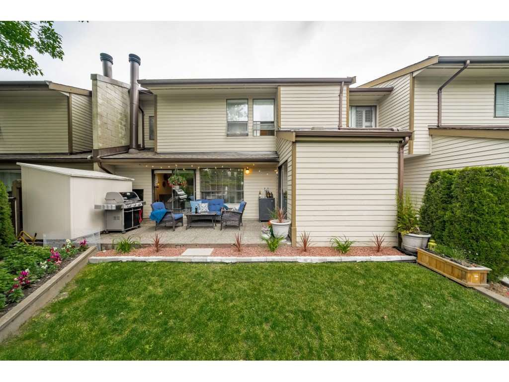 "Main Photo: 40 9101 FOREST GROVE Drive in Burnaby: Forest Hills BN Townhouse for sale in ""ROSSMOOR"" (Burnaby North)  : MLS®# R2374547"