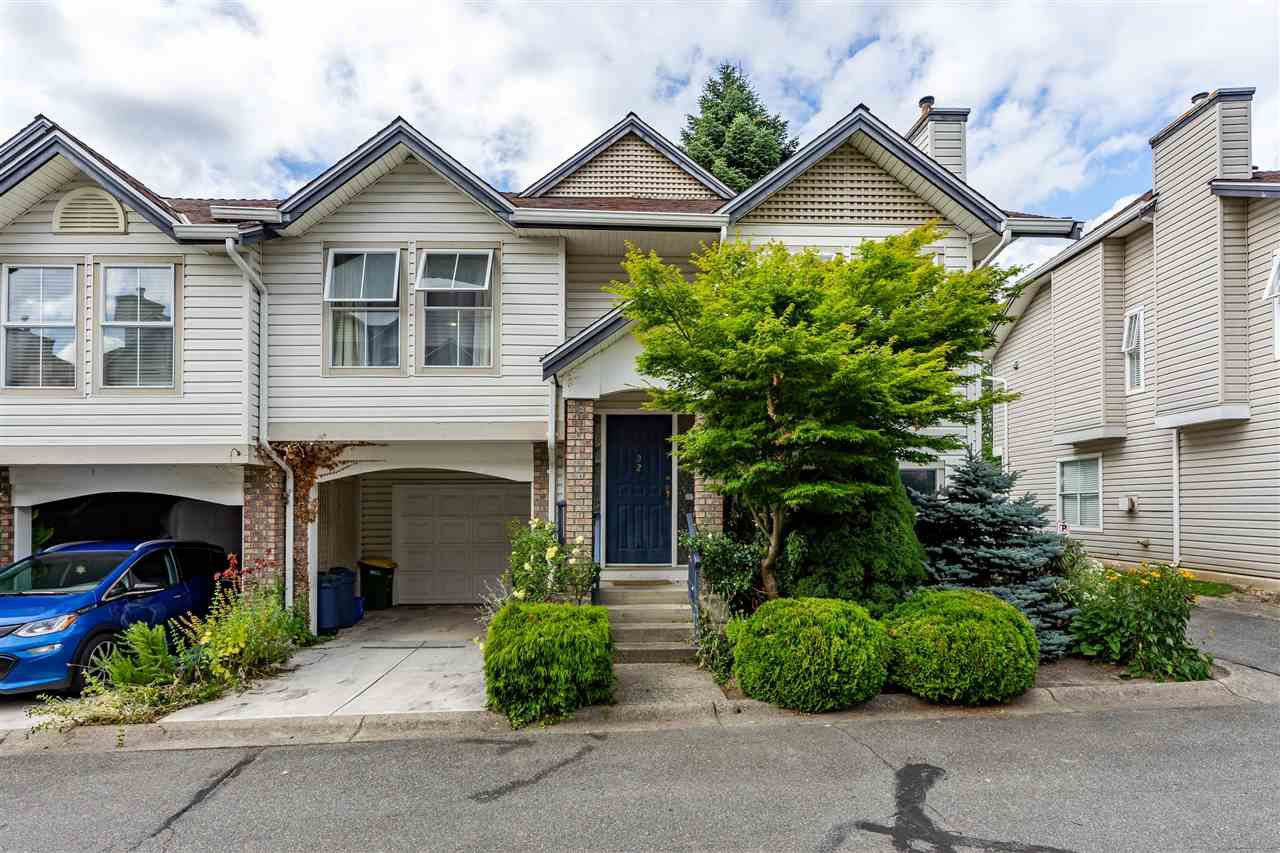 """Main Photo: 32 8716 WALNUT GROVE Drive in Langley: Walnut Grove Townhouse for sale in """"Willow Arbour"""" : MLS®# R2497573"""