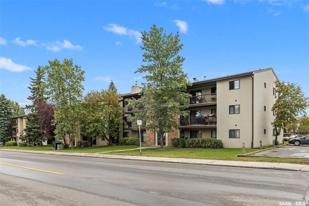 Main Photo: 302 275 KINGSMERE Boulevard in Saskatoon: Lakeview SA Residential for sale : MLS®# SK833907