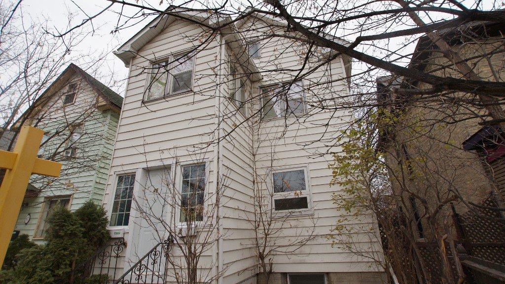 Main Photo: 45 Knappen in Winnipeg: Central Winnipeg Duplex for sale : MLS®# 1203787