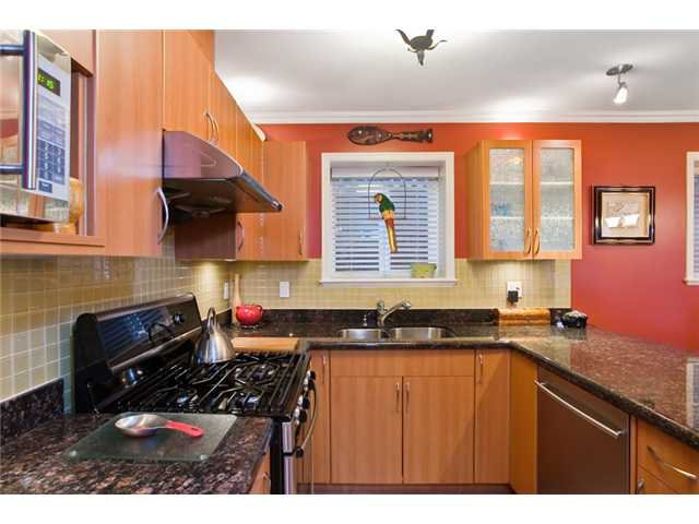 Photo 5: Photos: 2818 W 3RD Avenue in Vancouver: Kitsilano Condo for sale (Vancouver West)  : MLS®# V935463