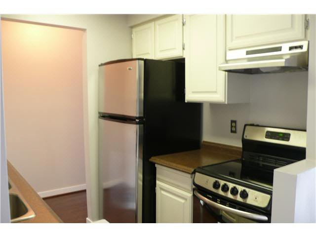 """Photo 4: Photos: 305 2885 SPRUCE Street in Vancouver: Fairview VW Condo  in """"FAIRVIEW GARDENS"""" (Vancouver West)  : MLS®# V1104941"""