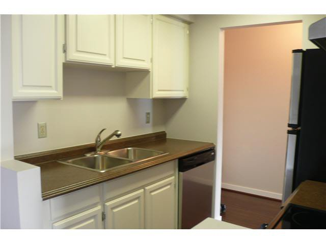 """Photo 5: Photos: 305 2885 SPRUCE Street in Vancouver: Fairview VW Condo  in """"FAIRVIEW GARDENS"""" (Vancouver West)  : MLS®# V1104941"""