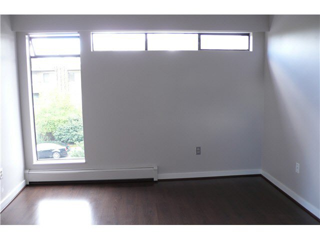 """Photo 3: Photos: 305 2885 SPRUCE Street in Vancouver: Fairview VW Condo  in """"FAIRVIEW GARDENS"""" (Vancouver West)  : MLS®# V1104941"""
