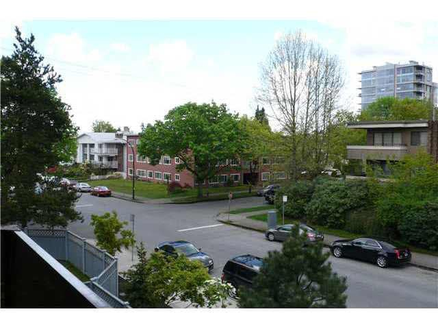 """Photo 8: Photos: 305 2885 SPRUCE Street in Vancouver: Fairview VW Condo  in """"FAIRVIEW GARDENS"""" (Vancouver West)  : MLS®# V1104941"""