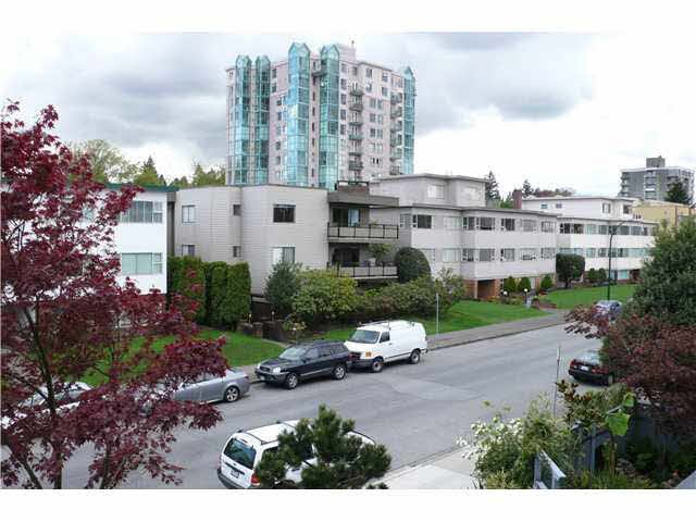 """Photo 7: Photos: 305 2885 SPRUCE Street in Vancouver: Fairview VW Condo  in """"FAIRVIEW GARDENS"""" (Vancouver West)  : MLS®# V1104941"""