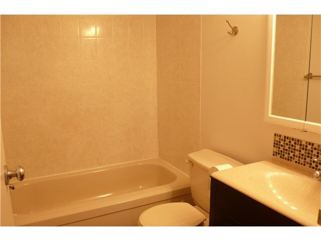"""Photo 6: Photos: 305 2885 SPRUCE Street in Vancouver: Fairview VW Condo  in """"FAIRVIEW GARDENS"""" (Vancouver West)  : MLS®# V1104941"""