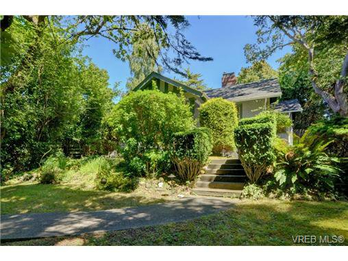 Main Photo: 577 Transit Rd in VICTORIA: OB South Oak Bay House for sale (Oak Bay)  : MLS®# 737648