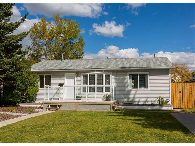 Main Photo:  in Calgary: House for sale : MLS®# C4082863