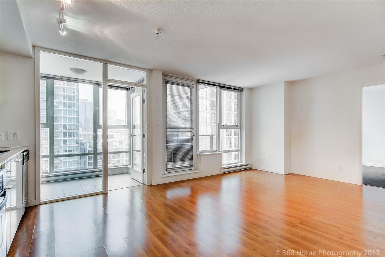 "Main Photo: 1705 111 W GEORGIA Street in Vancouver: Downtown VW Condo for sale in ""SPECTRUM"" (Vancouver West)  : MLS®# R2136148"