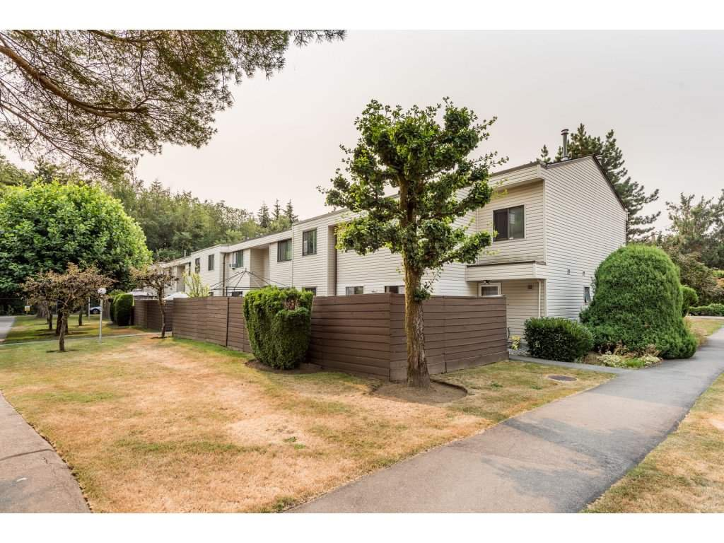 """Main Photo: 114 14153 104 Avenue in Surrey: Whalley Townhouse for sale in """"Hawthorne Park"""" (North Surrey)  : MLS®# R2194548"""
