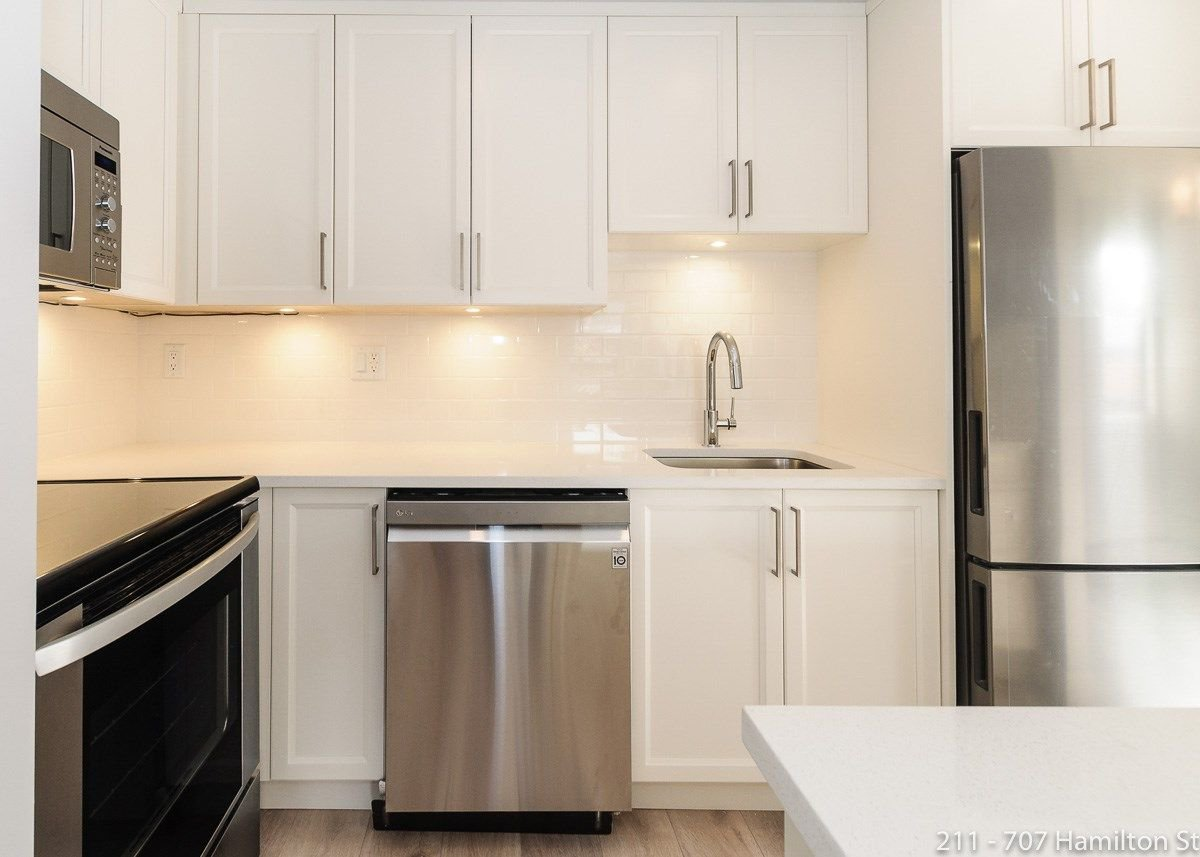 """Main Photo: 211 707 HAMILTON Street in New Westminster: Uptown NW Condo for sale in """"CASA DIANN"""" : MLS®# R2257301"""