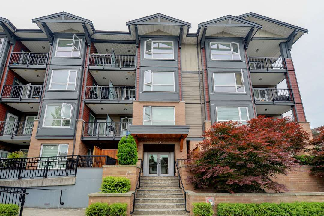 Main Photo: 305 2351 KELLY Avenue in Port Coquitlam: Central Pt Coquitlam Condo for sale : MLS®# R2275677