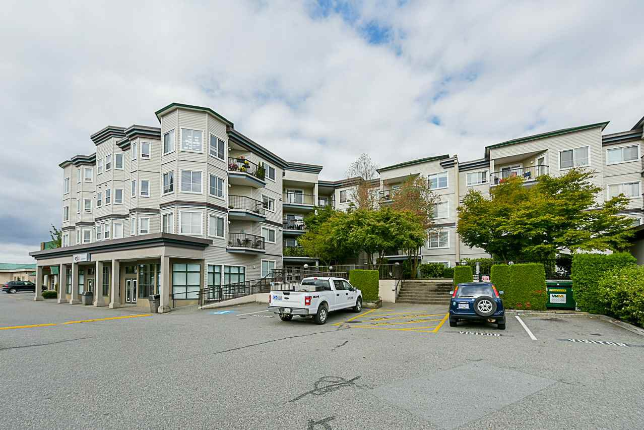 "Main Photo: 412 5759 GLOVER Road in Langley: Langley City Condo for sale in ""College Court"" : MLS®# R2301267"