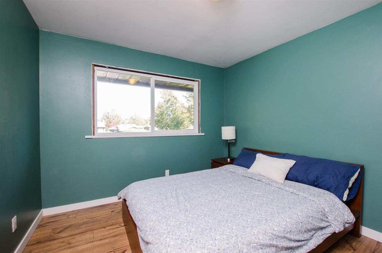 Photo 10: Photos: 17256 62 Avenue in Surrey: Cloverdale BC House for sale (Cloverdale)  : MLS®# R2310093
