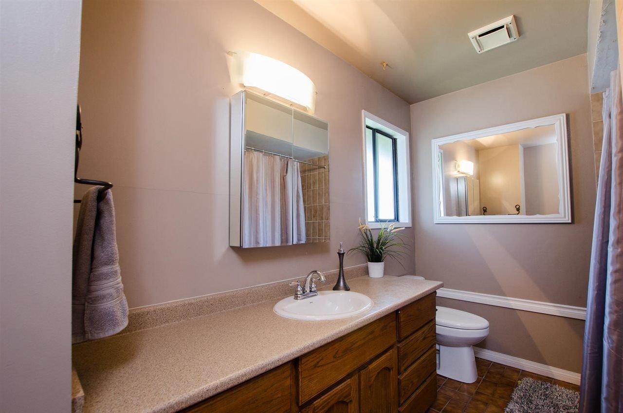 Photo 11: Photos: 17256 62 Avenue in Surrey: Cloverdale BC House for sale (Cloverdale)  : MLS®# R2310093