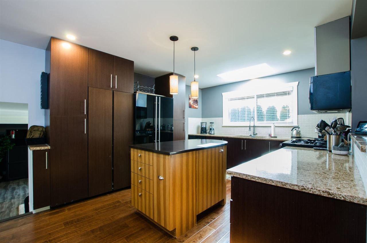 Photo 6: Photos: 17256 62 Avenue in Surrey: Cloverdale BC House for sale (Cloverdale)  : MLS®# R2310093