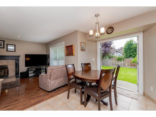 "Photo 10: Photos: 9283 203 Street in Langley: Walnut Grove House for sale in ""Forest Glen"" : MLS®# R2329543"