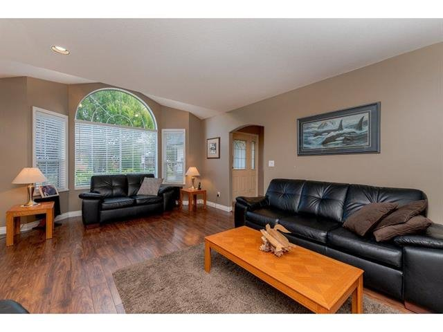 "Photo 3: Photos: 9283 203 Street in Langley: Walnut Grove House for sale in ""Forest Glen"" : MLS®# R2329543"