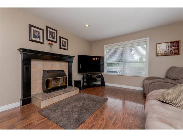 "Photo 12: Photos: 9283 203 Street in Langley: Walnut Grove House for sale in ""Forest Glen"" : MLS®# R2329543"