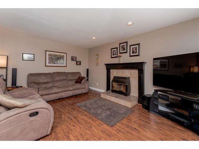 "Photo 11: Photos: 9283 203 Street in Langley: Walnut Grove House for sale in ""Forest Glen"" : MLS®# R2329543"