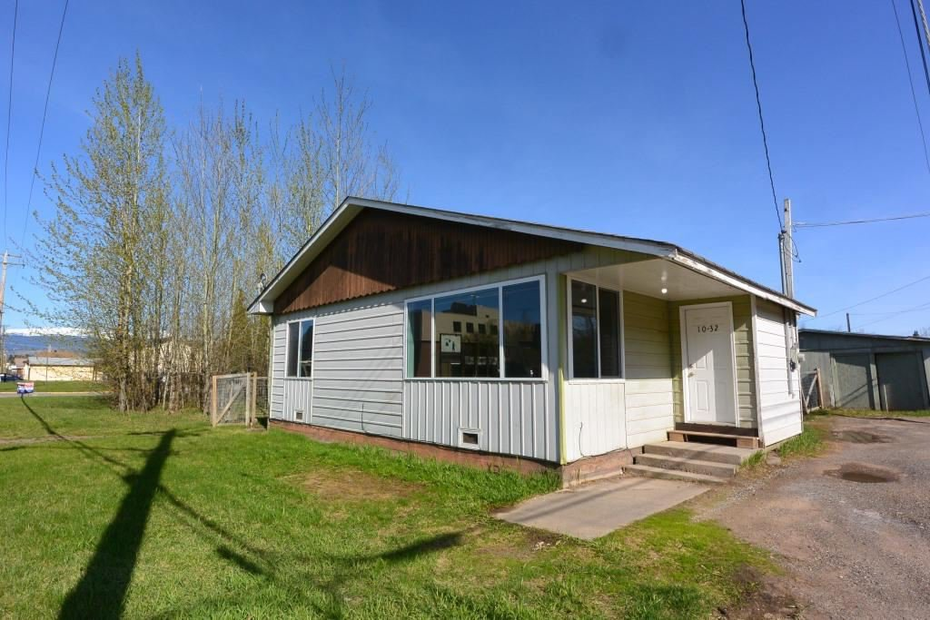 Main Photo: 1032 KING Street in Smithers: Smithers - Town House for sale (Smithers And Area (Zone 54))  : MLS®# R2429352