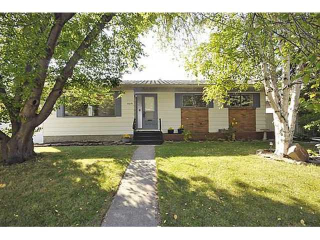 Main Photo: 5019 48 Street NW in CALGARY: Varsity Acres Residential Detached Single Family for sale (Calgary)  : MLS®# C3491966