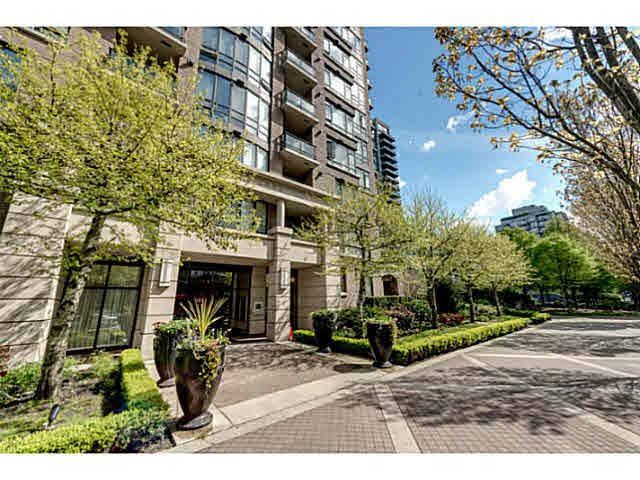 "Main Photo: 303 170 W 1ST Street in North Vancouver: Lower Lonsdale Condo for sale in ""ONE PARKLANE"" : MLS®# V1117348"