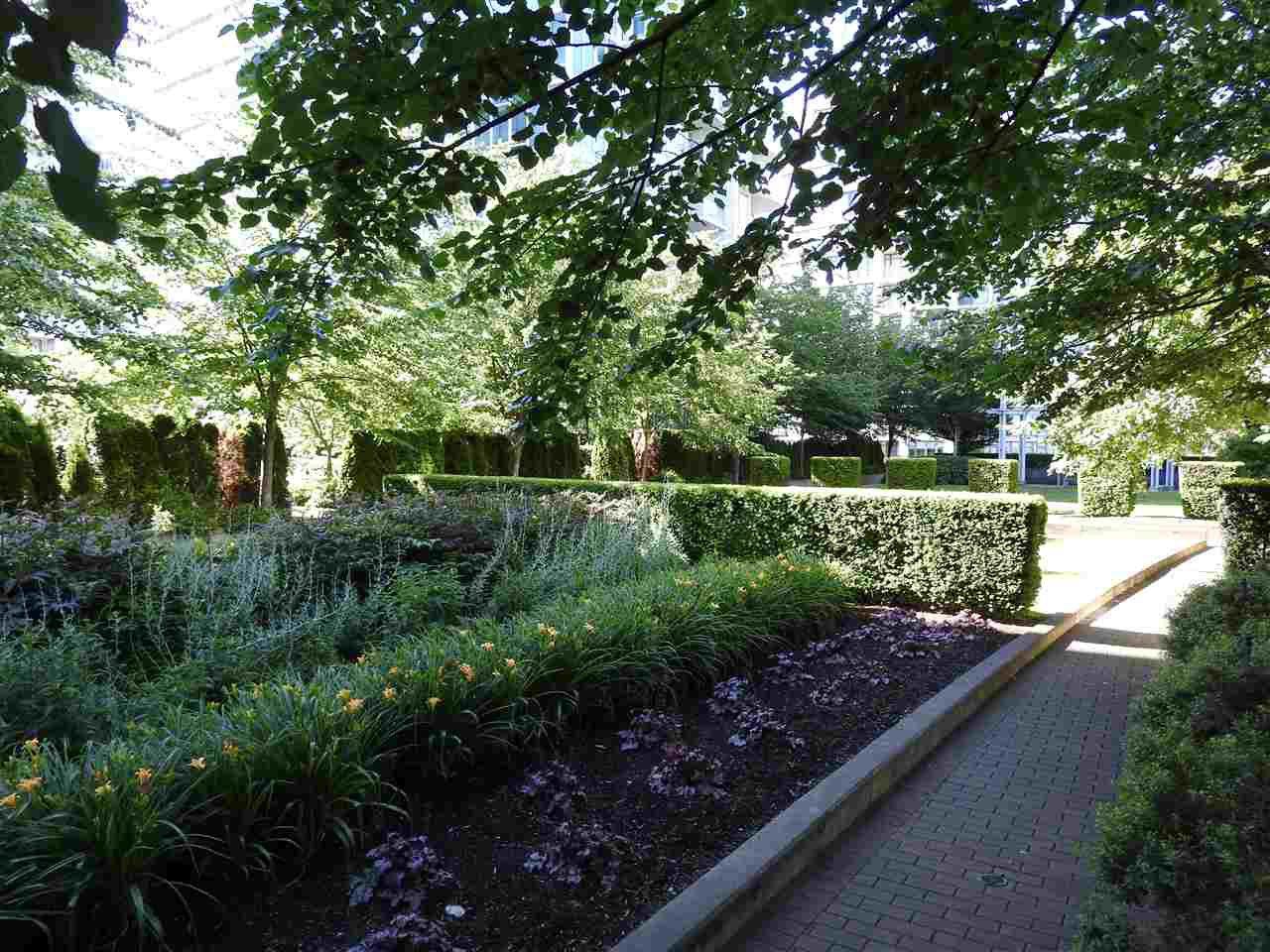 """Photo 19: Photos: 1807 5900 ALDERBRIDGE Way in Richmond: Brighouse Condo for sale in """"LOTUS"""" : MLS®# R2081005"""