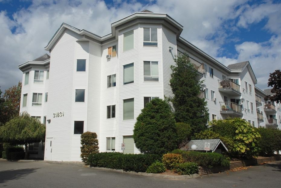 """Main Photo: 112 31831 PEARDONVILLE Road in Abbotsford: Abbotsford West Condo for sale in """"WEST POINT VILLA"""" : MLS®# R2106373"""