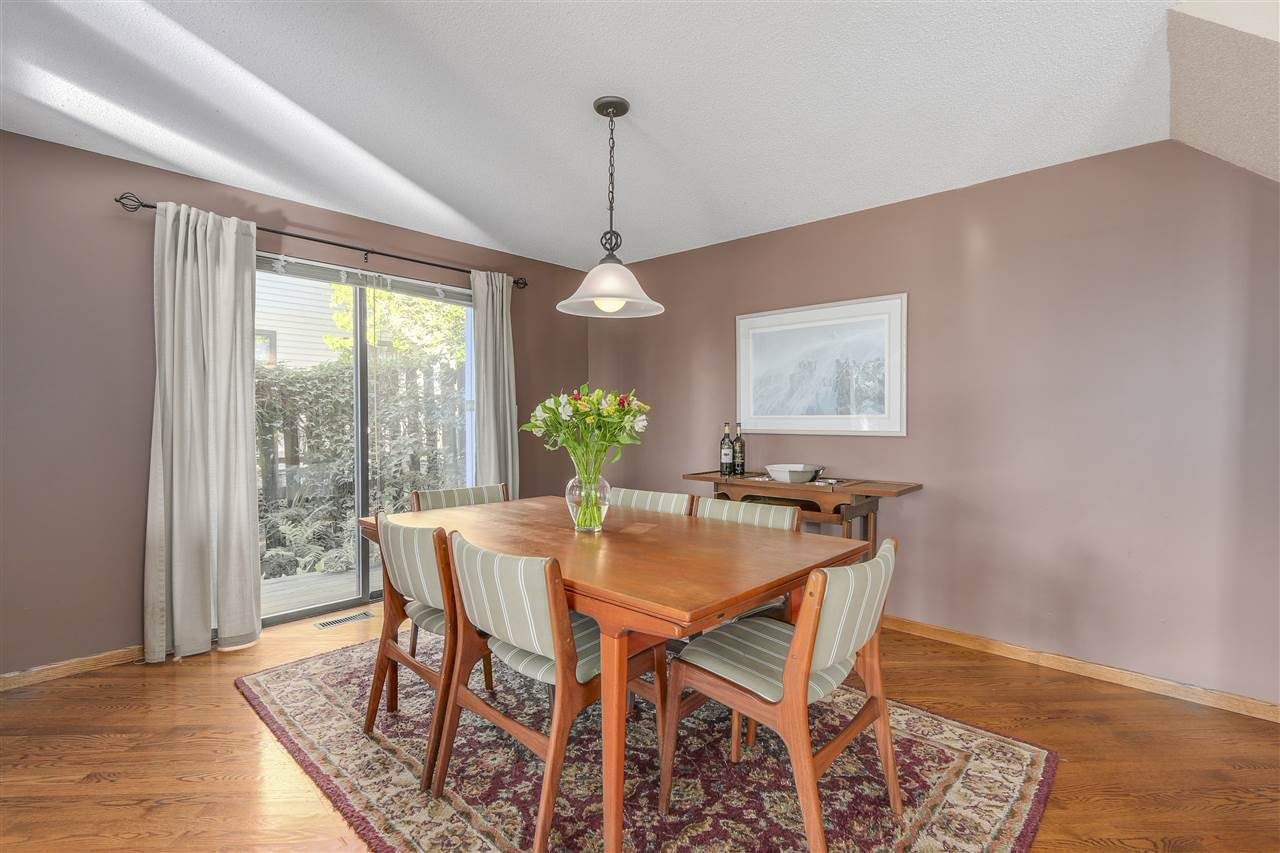 "Photo 4: Photos: 2633 TURRET Crescent in Coquitlam: Upper Eagle Ridge House for sale in ""UPPER EAGLERIDGE"" : MLS®# R2110589"