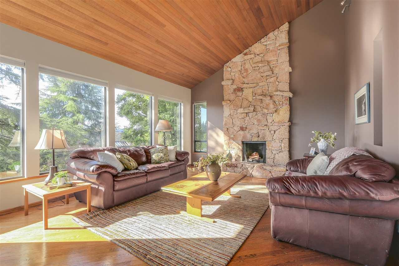 "Photo 3: Photos: 2633 TURRET Crescent in Coquitlam: Upper Eagle Ridge House for sale in ""UPPER EAGLERIDGE"" : MLS®# R2110589"