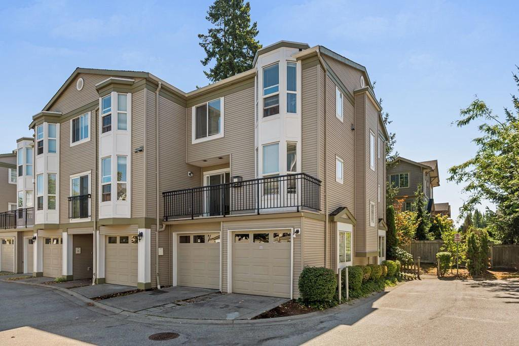 Main Photo: 23 9559 130A Street in Surrey: Queen Mary Park Surrey Townhouse for sale : MLS®# R2198103