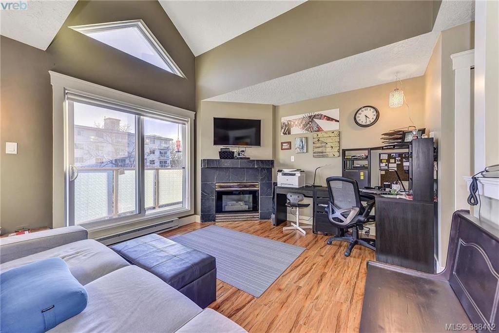 Main Photo: 402 2710 Grosvenor Road in VICTORIA: Vi Oaklands Condo Apartment for sale (Victoria)  : MLS®# 388412