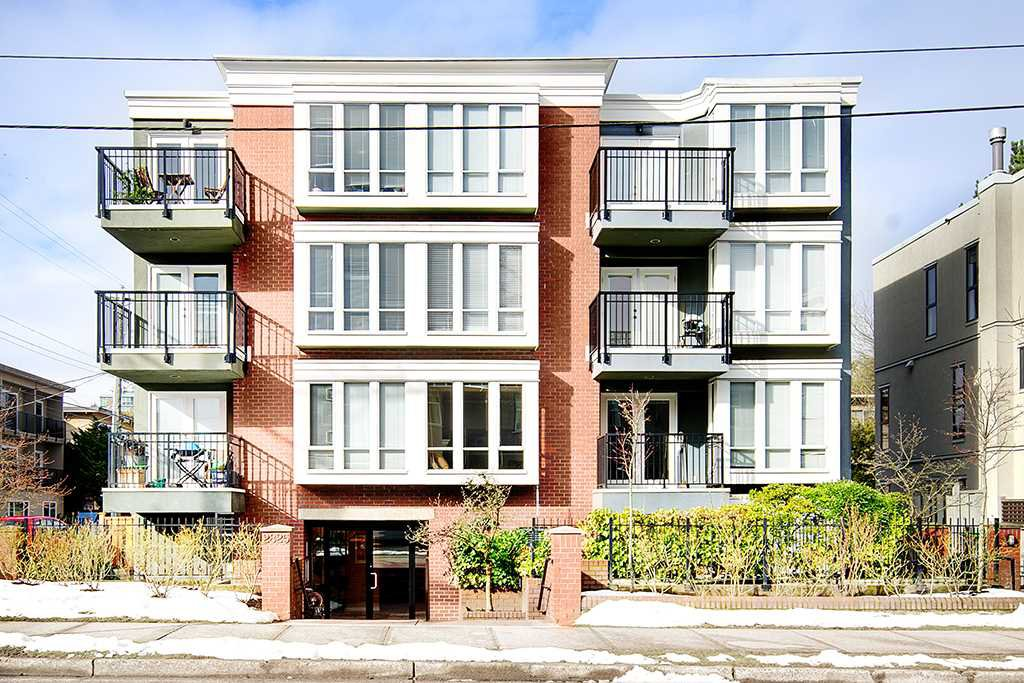 "Main Photo: 203 2825 ALDER Street in Vancouver: Fairview VW Condo for sale in ""BRETON MEWS"" (Vancouver West)  : MLS®# R2248577"