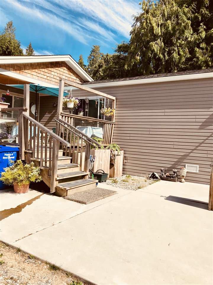 "Photo 2: Photos: 5611 WAKEFIELD Road in Sechelt: Sechelt District House for sale in ""WEST SECHELT"" (Sunshine Coast)  : MLS®# R2271228"