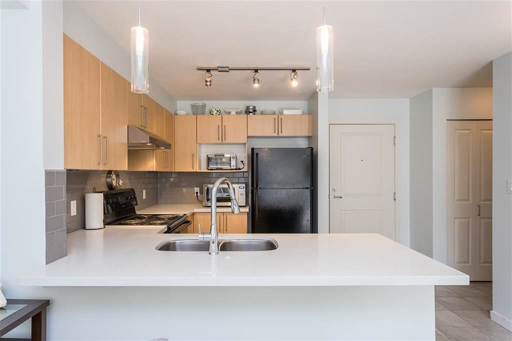 "Photo 4: Photos: 403 1576 GRANT Avenue in Port Coquitlam: Glenwood PQ Condo for sale in ""THE BROWNSTONE"" : MLS®# R2450560"