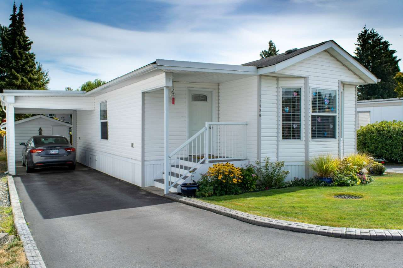"Main Photo: 46 11926 POPLAR Drive in Pitt Meadows: Central Meadows Manufactured Home for sale in ""Meadow Highland MHP"" : MLS®# R2489727"