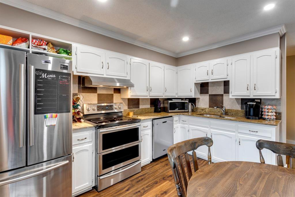 Main Photo: 135 330 Canterbury Drive SW in Calgary: Canyon Meadows Row/Townhouse for sale : MLS®# A1053079