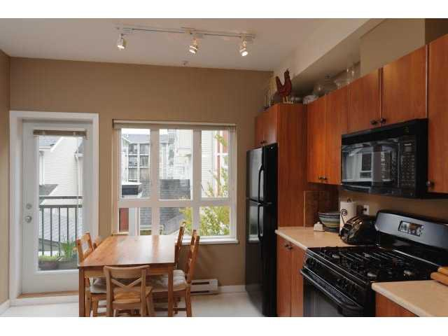 """Photo 4: Photos: 3208 E 54TH Avenue in Vancouver: Champlain Heights Townhouse for sale in """"CHAMPLAIN VILLAGE"""" (Vancouver East)  : MLS®# V893730"""