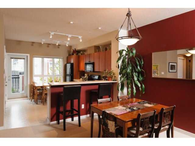 """Photo 3: Photos: 3208 E 54TH Avenue in Vancouver: Champlain Heights Townhouse for sale in """"CHAMPLAIN VILLAGE"""" (Vancouver East)  : MLS®# V893730"""
