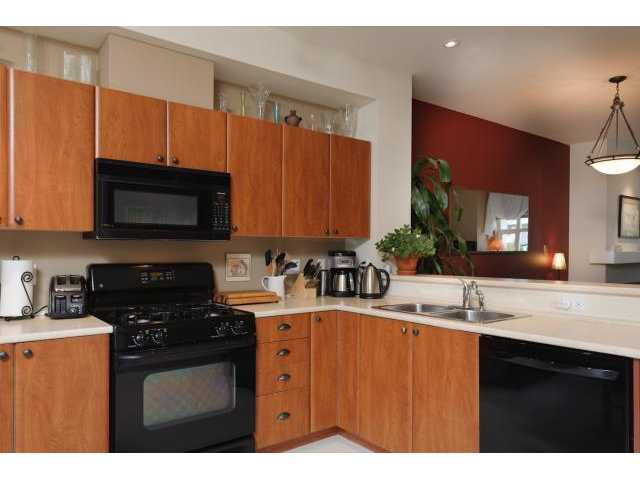 """Photo 5: Photos: 3208 E 54TH Avenue in Vancouver: Champlain Heights Townhouse for sale in """"CHAMPLAIN VILLAGE"""" (Vancouver East)  : MLS®# V893730"""