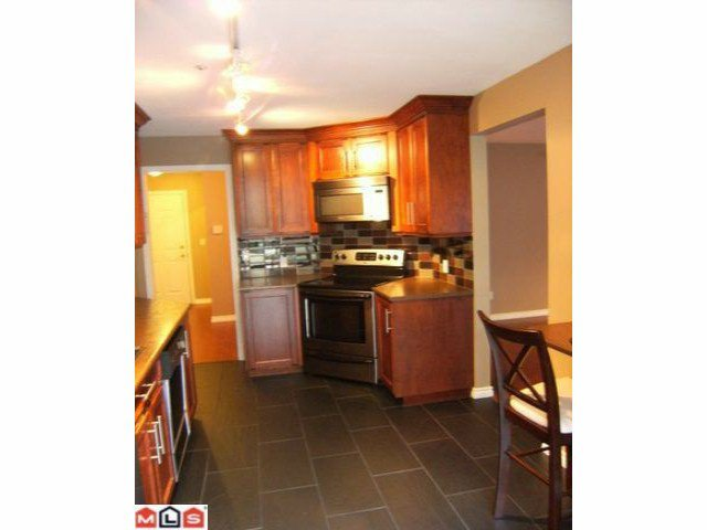 """Photo 5: Photos: 105 15375 17TH Avenue in Surrey: King George Corridor Condo for sale in """"CARMEL PLACE"""" (South Surrey White Rock)  : MLS®# F1127859"""