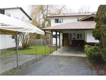 Main Photo: 870 Violet Avenue in VICTORIA: SW Marigold Residential for sale (Saanich West)  : MLS®# 304791